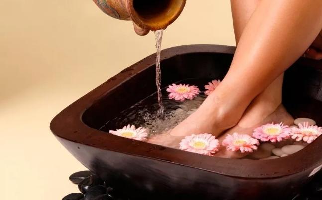pėdų vonia nuo hipertenzijos