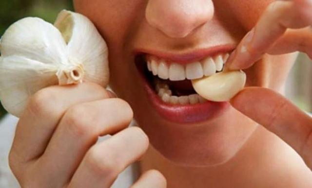 burnos skalavimas, gvazdikėliai, česnakas, danties skausmas