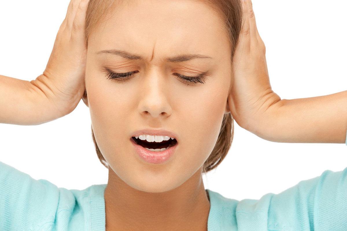 Pulsuojanti triukšmas ausyje, sutampa su plakimu, be skausmo