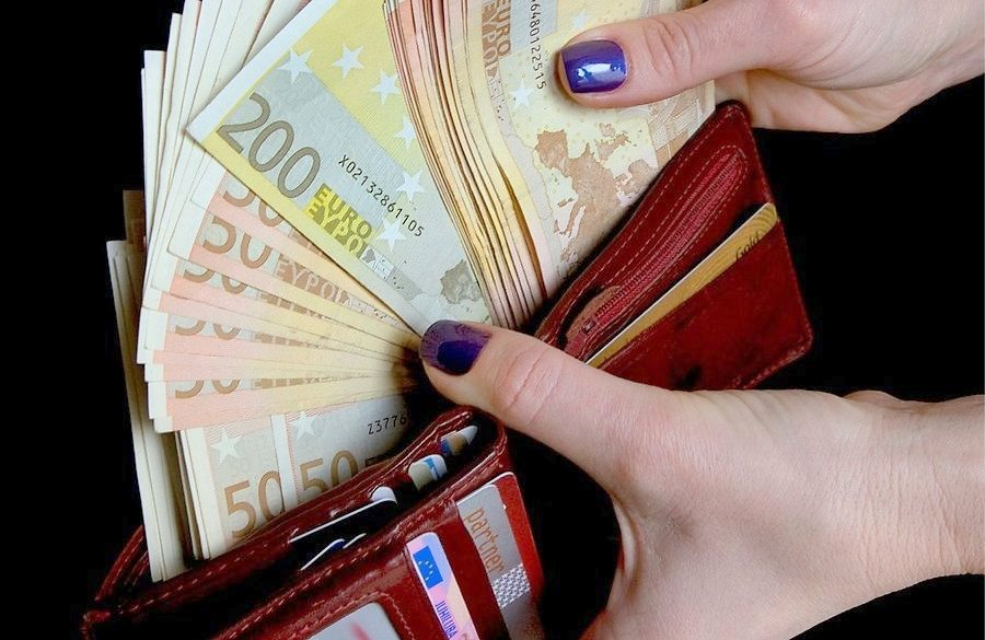 kaip gausiai svaigina pinigai)
